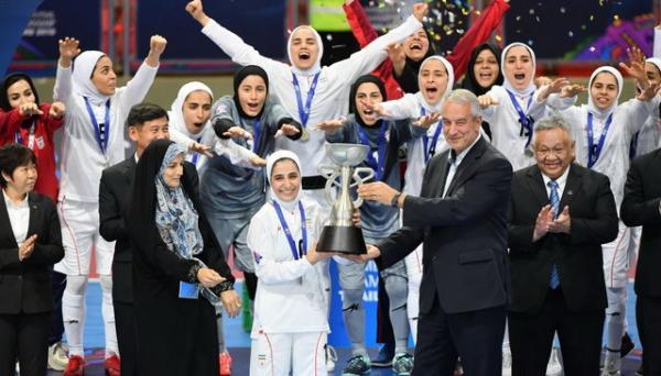 پاداش تیم ملی فوتسال زنان,واکنش علی کریمی به کسر مالیات از پاداش زنان ملیپوش
