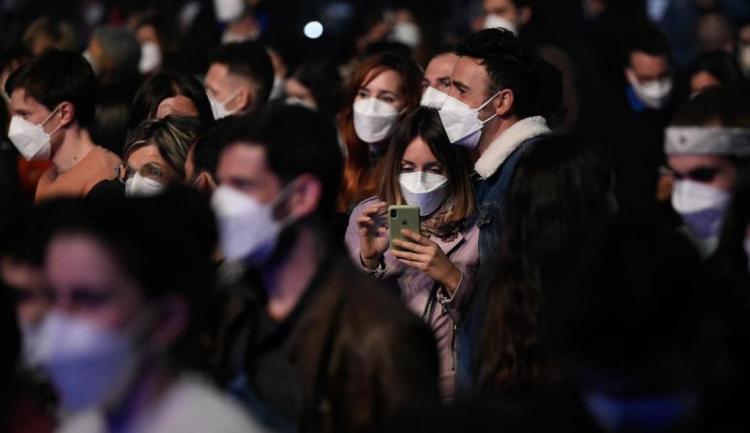 تصاویر کنسرت با ماسک برای اولین بار در اسپانیا,عکس های کنسرت با ماسک,تصاویر برگزرای کنسرت در شرایط کرونا در اسپانیا