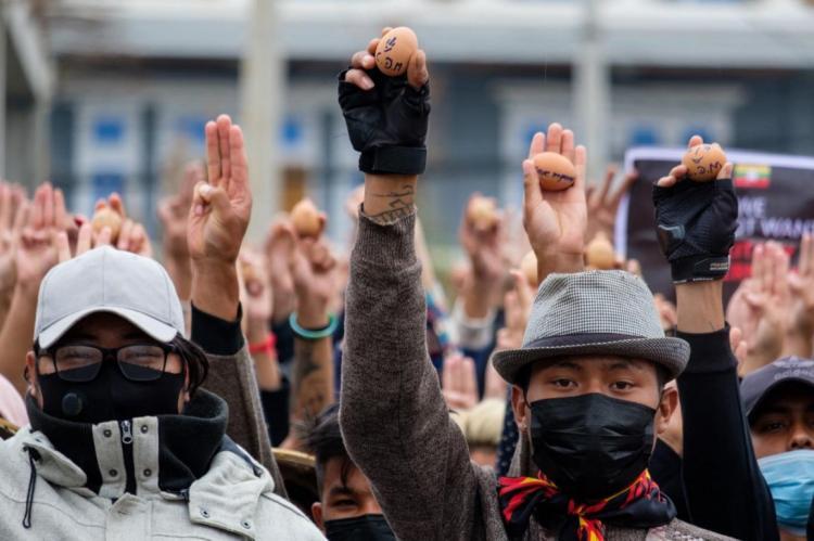 تصاویر تخم مرغ رنگی تزئین اعتراضات میانمار,تصاویر اعتراضات در میانمار,عکس های تظاهرات اعتراضی در میانمار