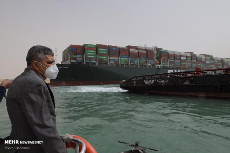 تصاویر تلاش برای رهایی کشتی گیر کرده در کانال سوئز,عکس های بسته شدن کانال سوئز,تصاویر کانال سوئز