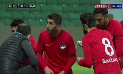 فیلم   افطار بازیکنان فوتبال در جریان مسابقه