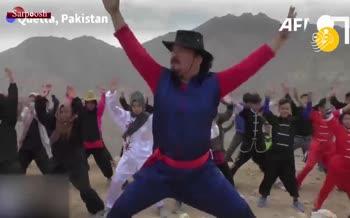 فیلم/ دختران هزاره با ورزشهای رزمی به جنگ خشونت میروند