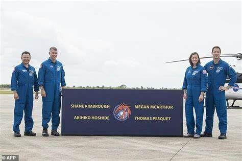 ارسال ۴ فضانورد به ایستگاه فضایی بین المللی توسط اسپیس ایکس,فضانوردان