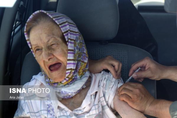 تصاویر واکسیناسیون خودرویی کرونا برای سالمندان در اصفهان,عکس های واکسیناسیون در اصفهان,تصاویر تزریق واکسن به سالمندان در اصفهان,عکس های واکسیناسیون خودرویی کرونا سالمندان