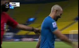 فیلم   حرکت جنجالی بازیکن النصر در بازی با السد