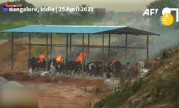 فیلم/ سوزاندن اجساد قربانیان کرونا در هند