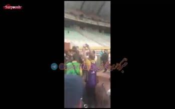 فیلم/ درگیری عجیب و زشت بازیکنان سپاهان و پرسپولیس پس از بازی