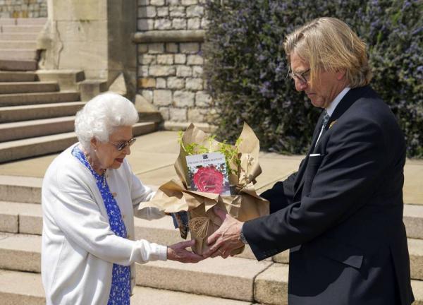 ملکه انگلیس,کادوی ملکه انگلیس در روز تولد همسرش