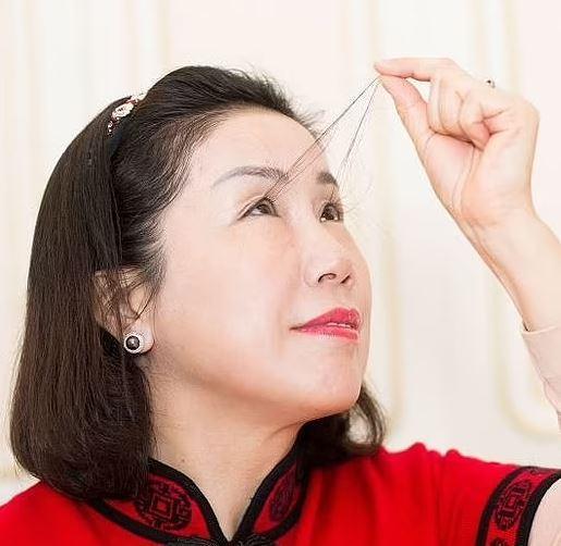 زن چینی رکوردار بلندترین مژه جهان,مژه های زن چینی