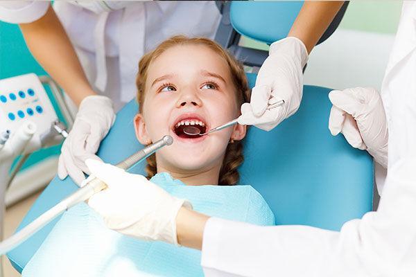ارتباط بین استرس در کودکی و رشد زودهنگام دندانهای آسیا,دندان های آسیای دائمی