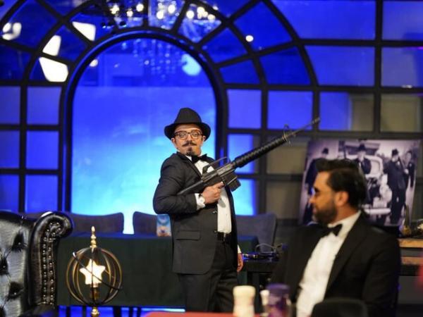 مسابقه شب های مافیا,کامبیز دیرباز گرداننده مسابقه شبهای مافیا