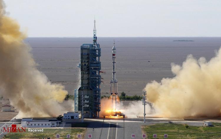 تصاویر پرتاب سه فضانورد چینی به فضا,عکس های فضانوردان چینی,تصاویر پرتاب فضانوردان چینی