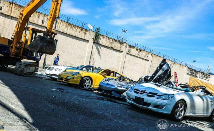 تصاویر عملیات نابودسازی خودروهای لوکس قاچاق در فیلیپین,عکس های خودروهای لوکس در فیلیپین,تصاویر خودروهای لوکس قاچاق