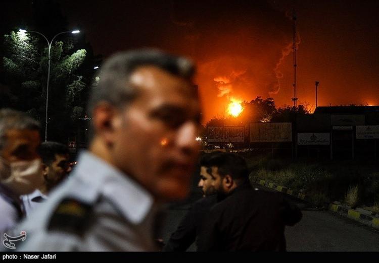 تصاویر آتش سوزی در پالایشگاه تهران,عکس های آتش گرفتن پالایشگاه تهران,تصاویری از حریق در پالایشگاه تهران