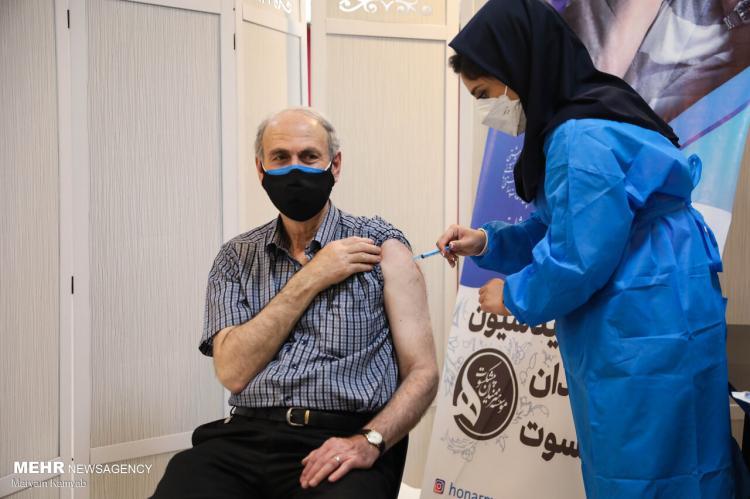 تصاویر واکسیناسیون هنرمندان پیشکسوت,عکس های تزریق واکسن کرونا به بازیگران,تصاویر واکسن کرونا برای هنرمندان پیشکسوت