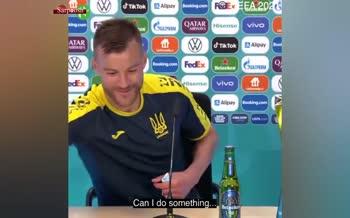 ادامه شوخیها با کوکاکولا در یورو 2020/ بازیکن اوکراین: هی کوکاکولا! با من تماس بگیر!