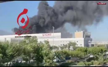 فیلم/ آتشسوزی در یک شرکت مواد غذایی در جاده مخصوص کرج