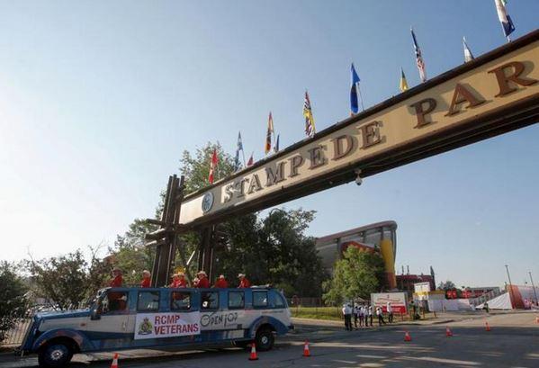 تصاویر جشنواره کلگری استمپید,عکس های کابوی ها در جشنواره کلگری استمپید,تصاویر مسابقات گاو چرانی در کانادا