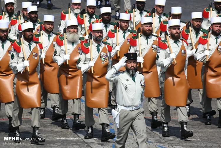 تصاویر یونیفورم های عجیب و متفاوت پلیس و ارتش در دنیا,عکس های یونیفورم های عجیب و متفاوت پلیس,تصاویر یونیفورم های عجیب و متفاوت ارتش