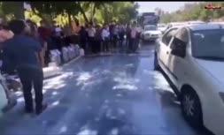 فیلم/ تجمع دامداران معترض در کشور؛ شيرها را کف خیابان ریخته شد
