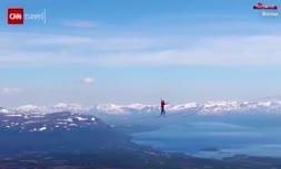 فیلم/ شکسته شدن رکورد جهانی راه رفتن روی طناب
