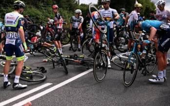 تصاویر حادثه در مسابقات تور دوفرانس,عکس های مسابقات تور دوفرانس 2021,تصاویری از تور دوفرانس 2021