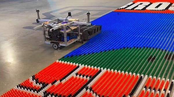 ربات رکوردشکن دومینوچین,رباتی برای چیدن دومینو
