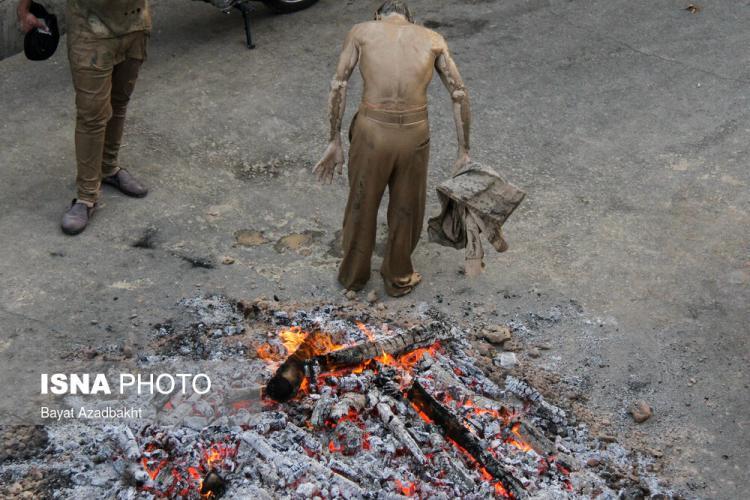 تصاویر آیین گِلمالی,عکس های آیین گِلمالی در عاوشرا,تصاویر مردم خرم آباد در آیین چهل منبر