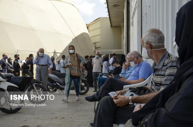 تصاویر صف طولانی واکسیناسیون کرونا در اصفهان,عکس های صف طولانی واکسیناسیون,تصاویر صف واکسن کرونا در اصفهان