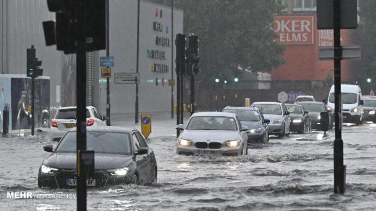 تصاویر آب گرفتگی خیابان های لندن به دلیل سیل و طوفان,عکس های سیل در لندن,تصاویر سیل در انگلیس