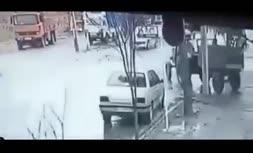 فیلم   لحظه اشتباه مرگبار راننده تراکتور و تصادف شدید موتورسوار