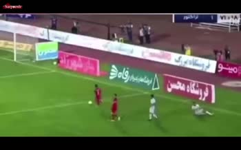 فیلم/ واکنش میثم تیموری به عملکرد بازیکنان تراکتور مقابل پرسپولیس: بی شرفها در زمین راه میروند
