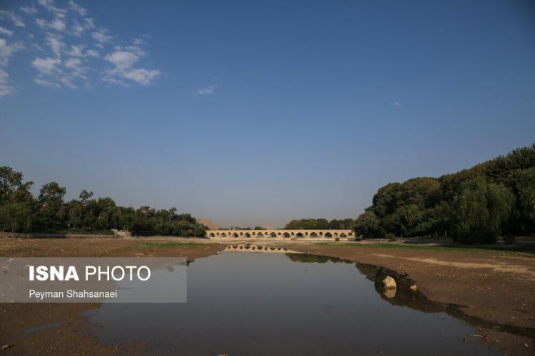 تصاویری از خشک شدن دوباره زاینده رود,عکس های زاینده رود,تصاویری از کاهش آب در زاینده رود
