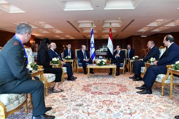 نخستوزیر رژیم صهیونیستی و رئیسجمهوری مصر,دیدار نخستوزیر رژیم صهیونیستی و رئیسجمهوری مصر