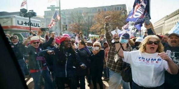 تظاهرات علیه جوبایدن,پایین امدن محبوبیت بایدن