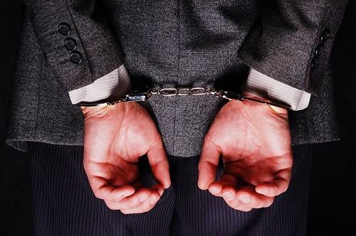 دستگیری و بازداشت مدیر گمرگ, دستگیری و بازداشت مدیر گمرگ گناوه