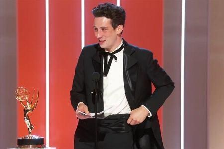 معرفی برندگان جوایز امی, مایکلا کول برای بهترین نویسندگی برای «ممکن است نابودت کنم»