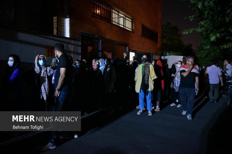 تصاویر واکسیناسیون شبانه در تهران,عکس های واکسیناسیون کرونا در تهران,عکس های واکسن زدن در تهران