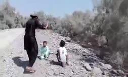 فیلم   شکنجه ۲پسر بچه ایرانی در بیابان (حاوی صحنه دلخراش+18)