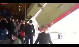 فیلم/ لحظه پیاده شدن زائران از هواپیمای باری تهران به نجف