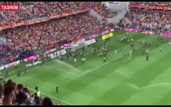 فیلم/ درگیری بسیار شدید در فرانسه میان هواداران لیل و لنس