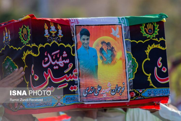 تصاویر خاکسپاری پیکر علی لندی نوجوان فداکار ایذهای,عکس های تشییع پیکر علی لندی,تصاویری از تشییع پیکر علی لندی در ایذه