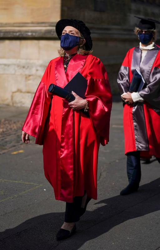 تصاویر هیلاری کلینتون در دانشگاه کوئینز ایرلند شمالی,عکس هیلاری در دانشگاه کوئینز,تصاویر استقبال از هیلاری در دانشگاه کوئینز