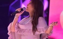 خواننده زن عرب,حضور خواننده زن عرب با لباس ضدگلوگله بر روی استیج