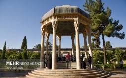 تصاویر گلباران آرامگاه حافظ در شیراز,عکس های گلباران آرامگاه حافظ در شیراز,تصاویری از گلباران آرامگاه حافظ