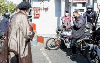 تصاویر حضور رئیسی در جایگاه توزیع سوخت,عکس های ابراهیم رئیسی در پمپ بنزین,تصاویر ابراهیم رئیسی در جایگاه های سوخت