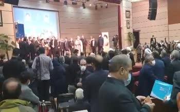 فیلم | واکنش استاندار جدید آذربایجان شرقی به سیلی خوردن در جلسه معارفه