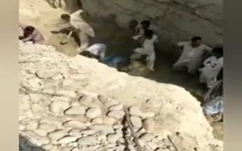 ویدئو | ریزش دیوار خاکی منجر به مرگ ۴ کودک در چابهار شد