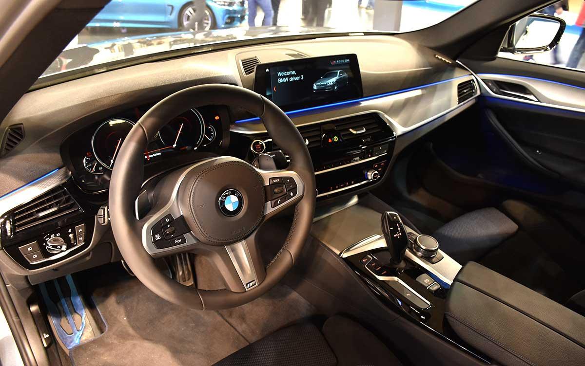 تصاویر خودرو ب ام و,عکس های نمایشگاه خودرو بلگراد,عکس غرفه ب ام و در نمایشگاه خودرو