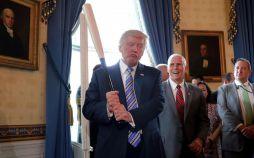 تصاویر تبلیغ کالاهای آمریکایی توسط ترامپ,عکسهای تبلیغ کالاهای آمریکایی توسط ترامپ,عکس تبلیغ کالاهای آمریکایی توسط ترامپ